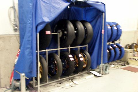 8耐決勝用に準備されたタイヤ達